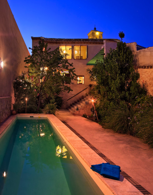Piscina jard n y patio casa de la marquesa for Visitar la alberca y alrededores